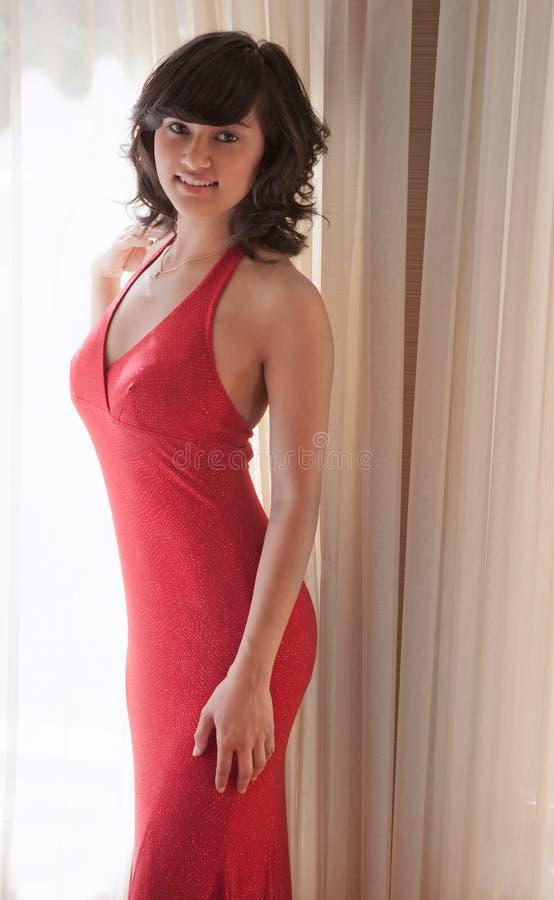 Hispânico bonito/adolescente asiático no vestido fotos de stock