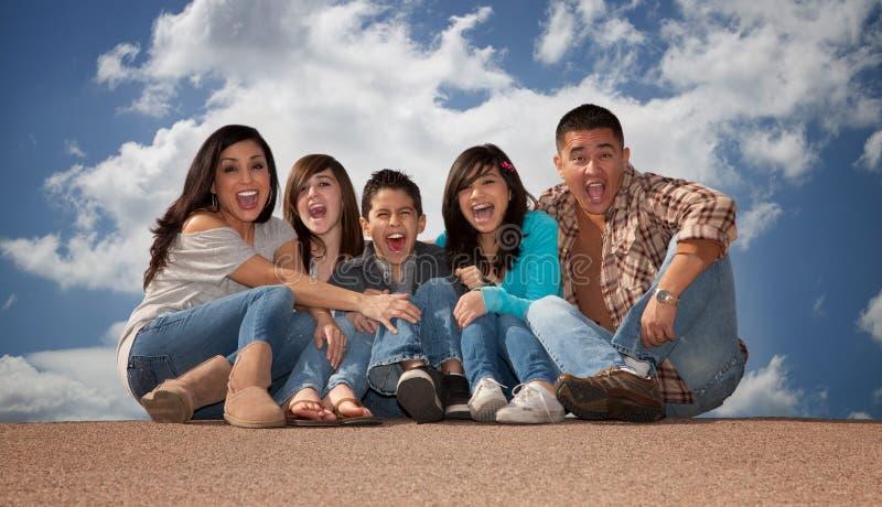 Hispanische Familie lizenzfreies stockfoto