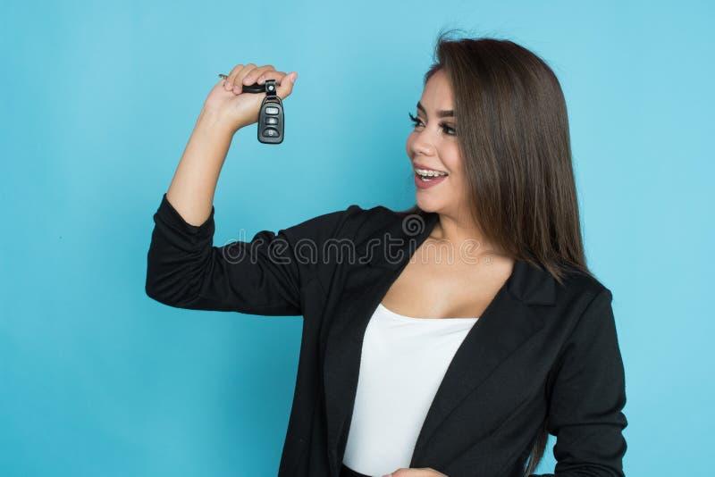 Hispanische Frau mit Schlüsseln lizenzfreie stockfotografie