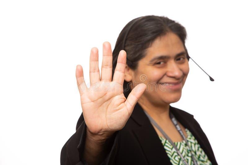 Hispanische Geschäftsfrau Holds Up Hand für Hoch fünf lizenzfreies stockbild