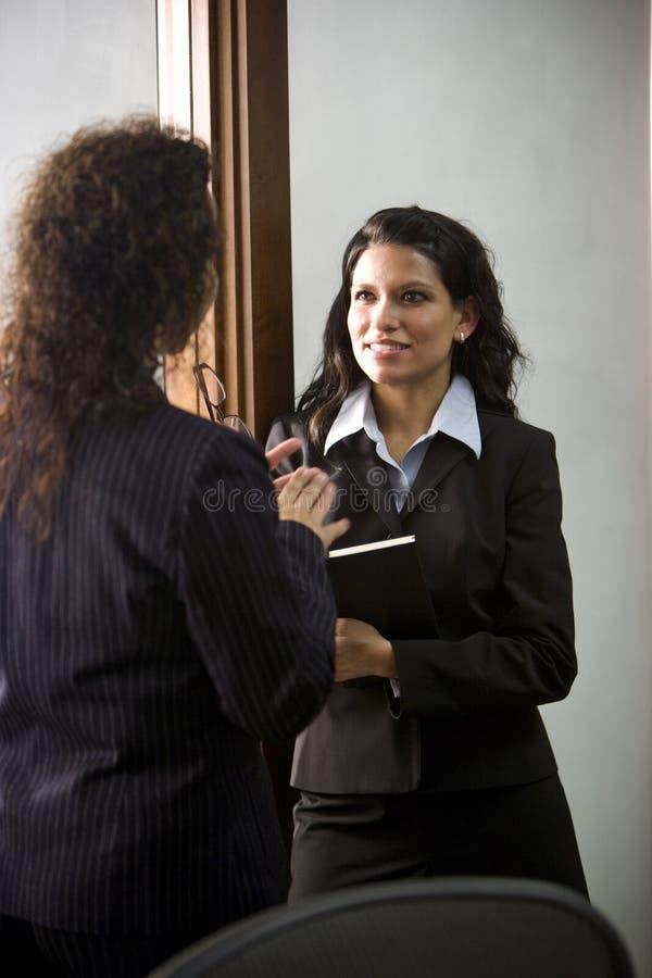 Hispanische Geschäftsfrauen stockfoto