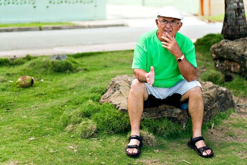 Hispanischer älterer Mann stockfoto