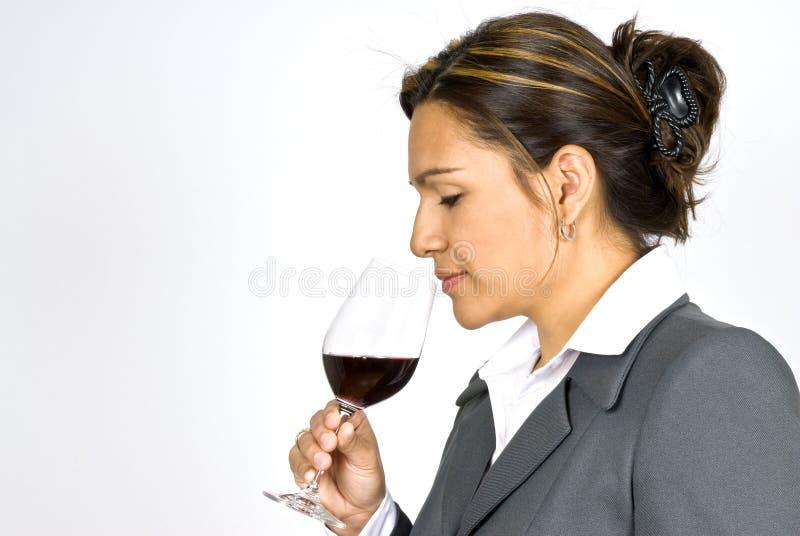 Hispanischer Geschäftsfrau-Wein-Schmecker stockbild