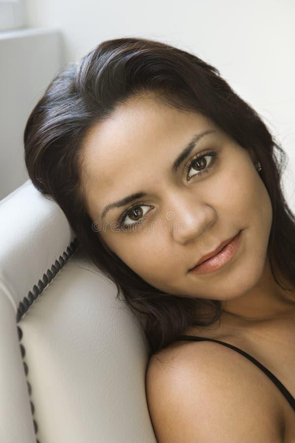 Hispanisches Frauenportrait. lizenzfreie stockfotografie