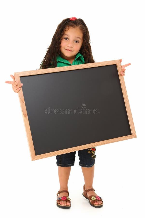 Hispanisches Mädchen mit unbelegter Tafel lizenzfreie stockfotos