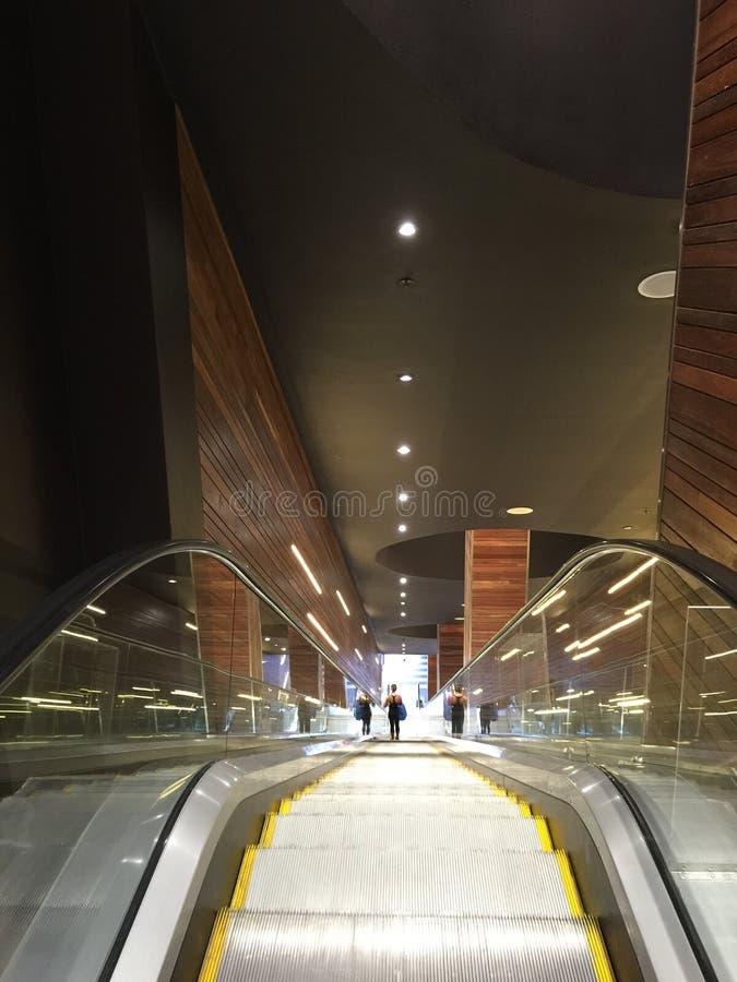 Hiss i en shoppinggalleria arkivbild