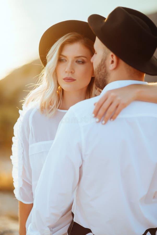 História de amor no por do sol fotos de stock