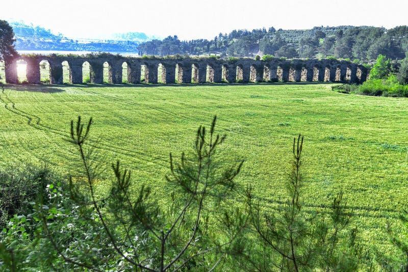 História dos aquedutos antigos imagem de stock royalty free