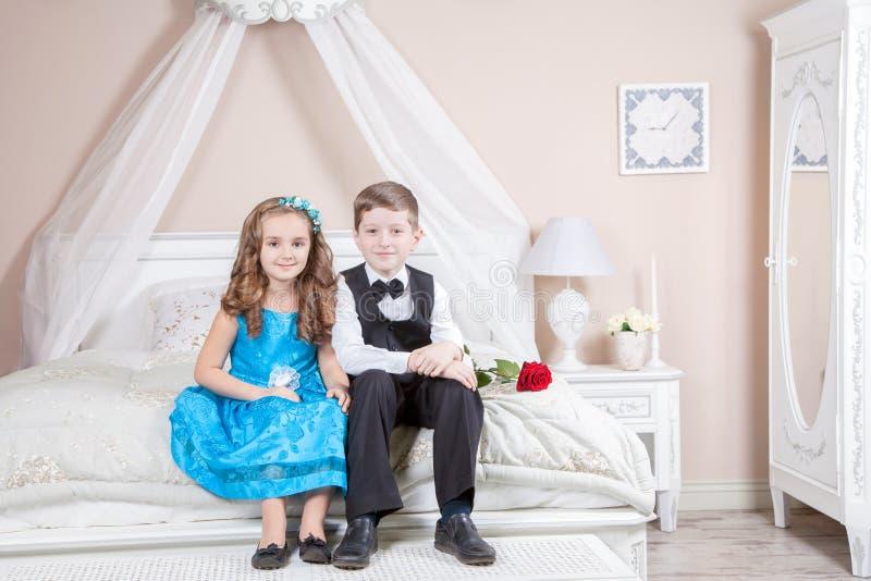 Histoire d'amour d'enfants photos stock
