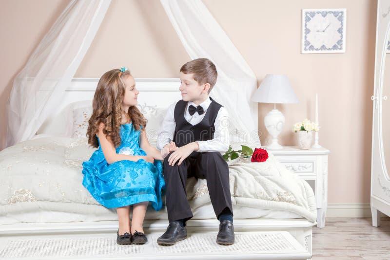 Histoire d'amour d'enfants image stock