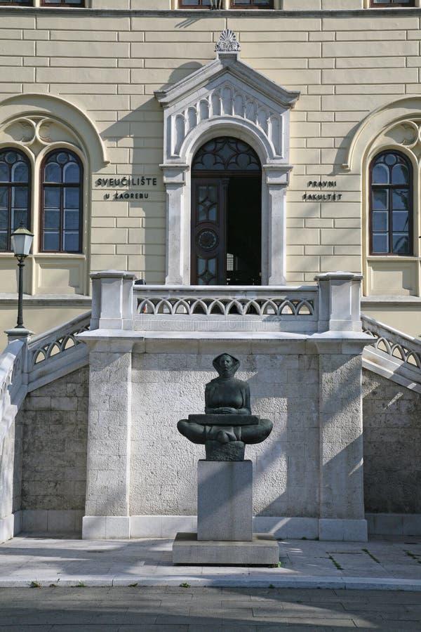 Histoire de la sculpture en Croates d'une femme à Zagreb photographie stock
