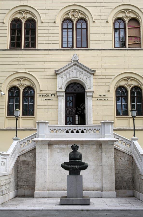 Histoire des Croates, sculpture par Ivan Mestrovic, situé dans le bâtiment avant d'université de Zagreb images libres de droits
