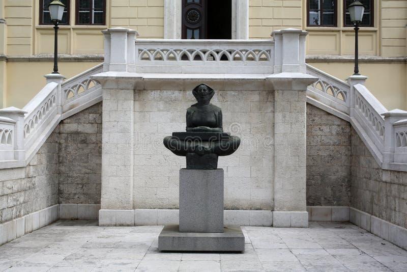 Histoire des Croates, sculpture par Ivan Mestrovic, situé dans le bâtiment avant d'université de Zagreb photographie stock