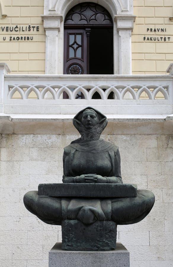 Histoire des Croates, sculpture par Ivan Mestrovic, situé dans le bâtiment avant d'université de Zagreb photos libres de droits