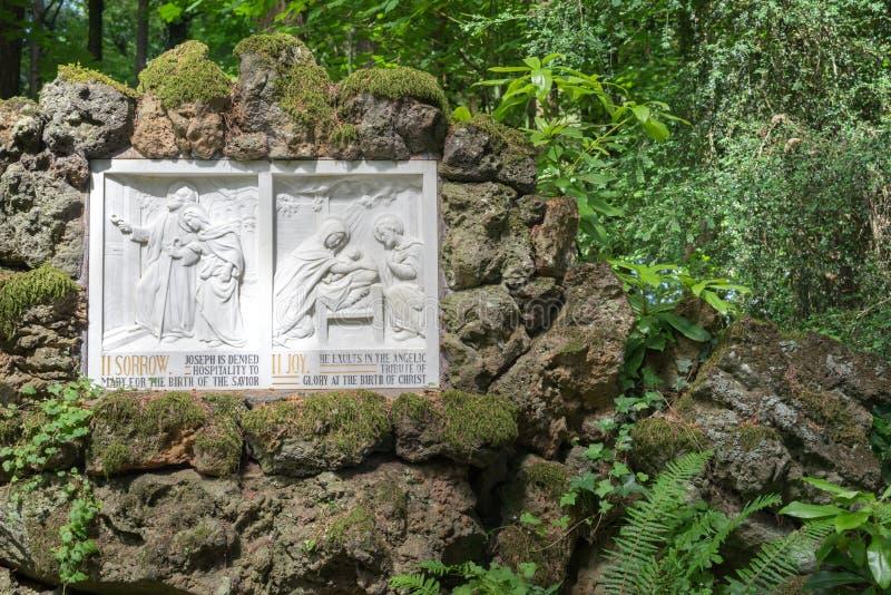 Historia de la biblia en la tableta de piedra fotografía de archivo