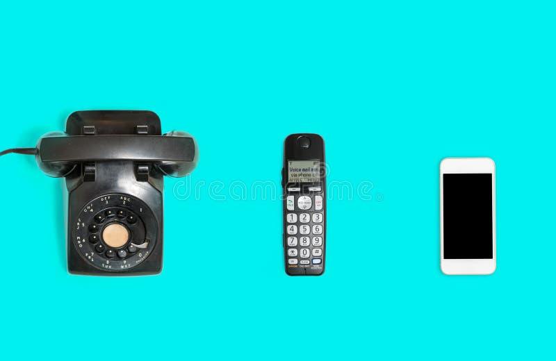 Historia de teléfonos de rotatorio al smartphone fotos de archivo libres de regalías