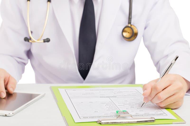 Historia del expediente del doctor o formulario médico de relleno fotos de archivo libres de regalías