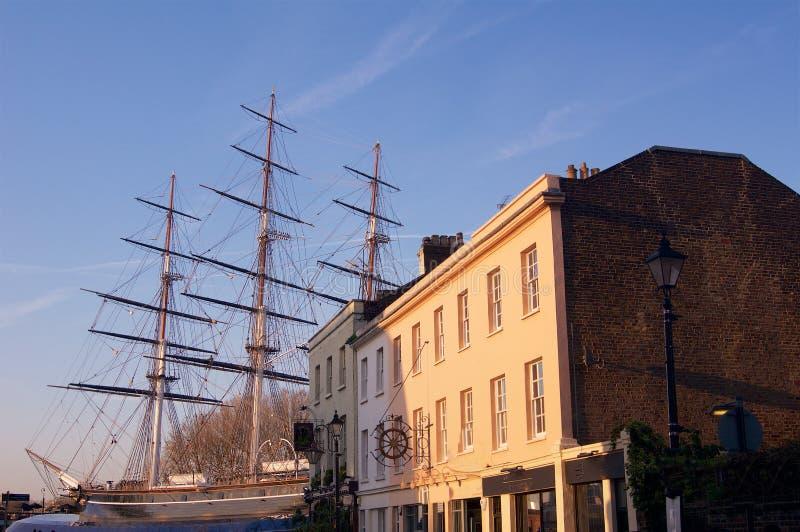 Historisch Brits die schip in dok in Londen wordt geparkeerd royalty-vrije stock foto's
