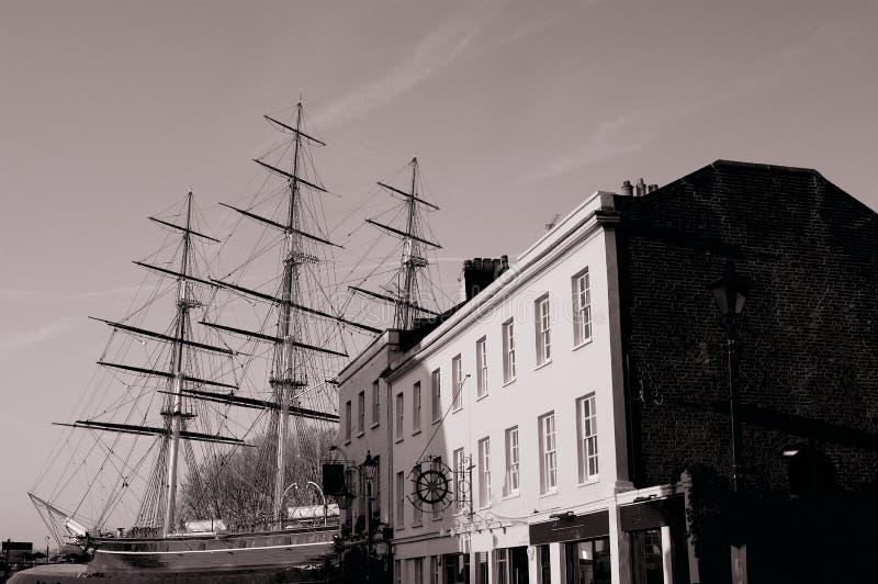 Historisch Brits die schip in dok uitstekende foto wordt geparkeerd stock fotografie