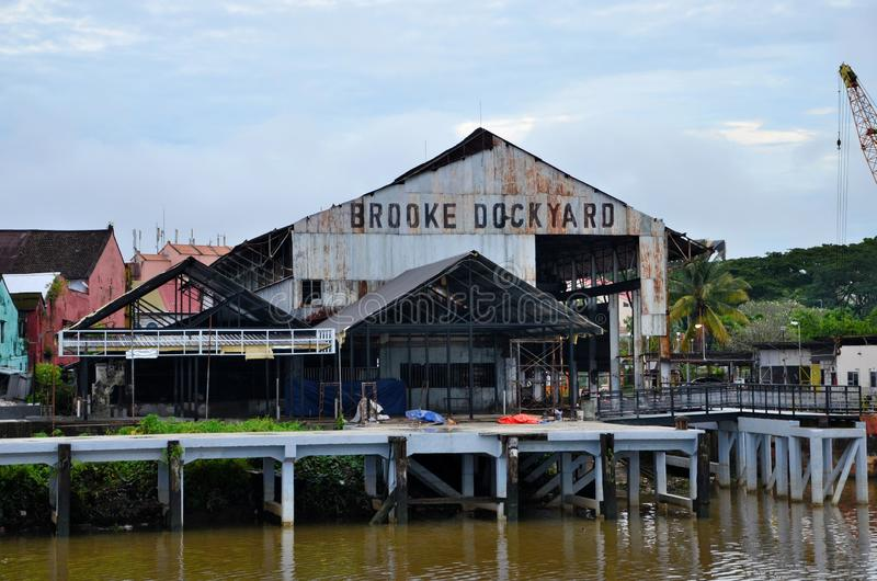 Historisch Brooke Dockyard-faciliteitenpakhuis op Sarawak-Rivierwaterkant Kuching Maleisië stock fotografie