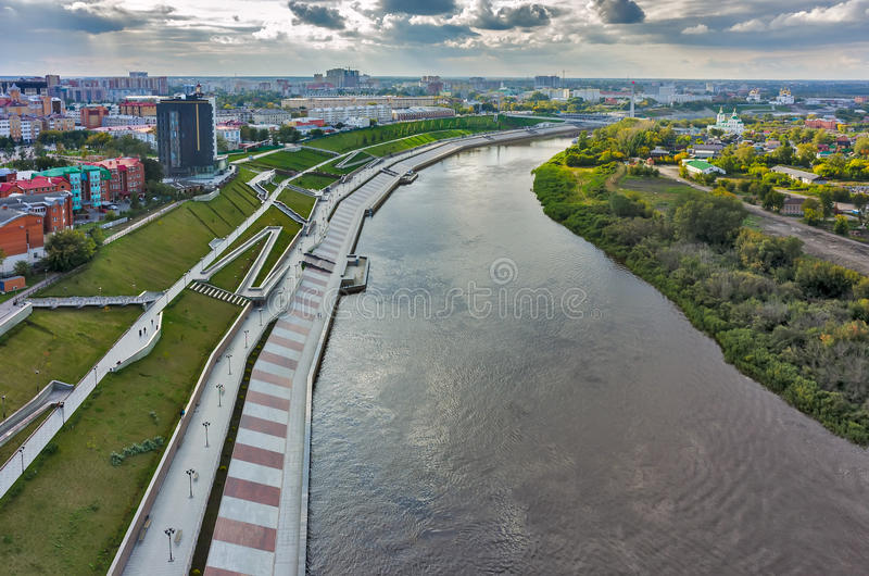 Historisch centrum en voetkade Tyumen stock fotografie