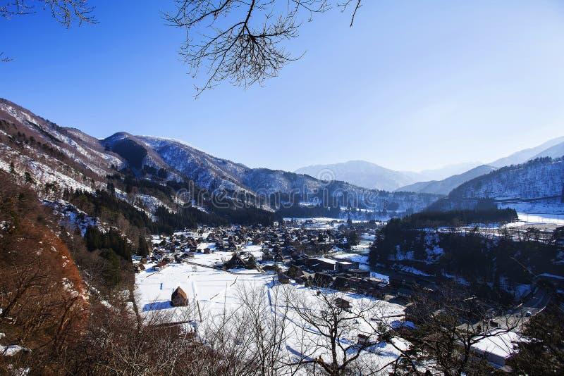 Download Historisch Dorp Van Shirakawago In De Winter, Japan Stock Afbeelding - Afbeelding bestaande uit beroemd, historisch: 114227167