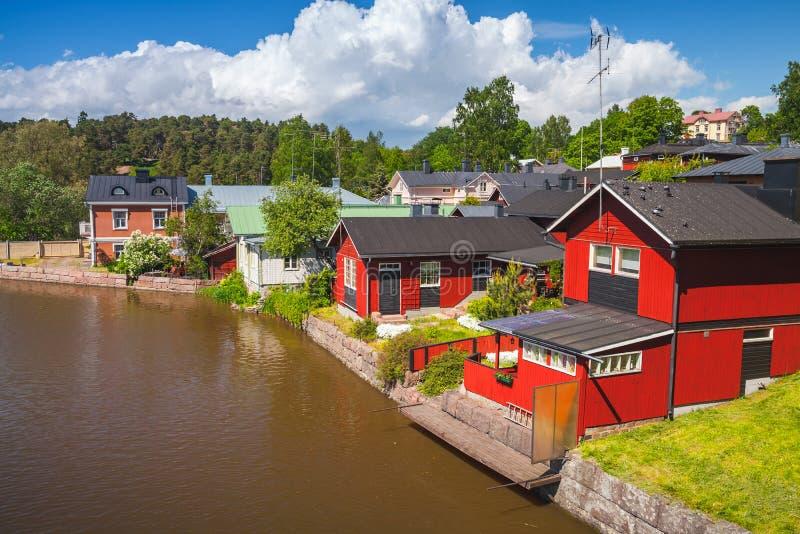 Historisch-finnische Stadt Porvoo Farbige alte Häuser stockfotos