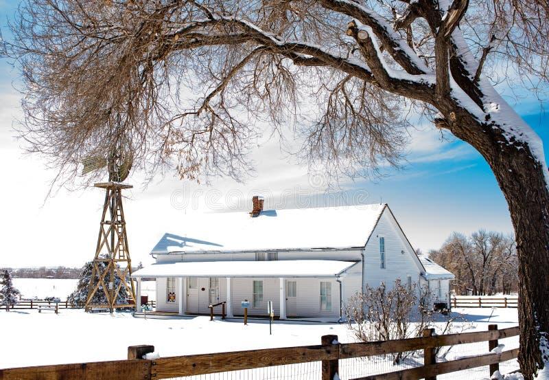 Historisch Landbouwbedrijfhuis in Dageraad, Colorado stock foto's