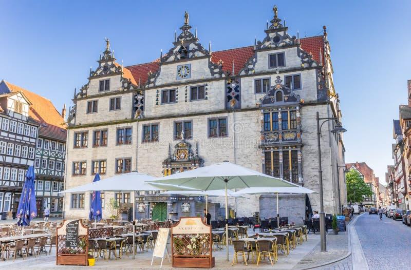Historisch stadhuis in centreert hij van Hann Muenden stock afbeeldingen