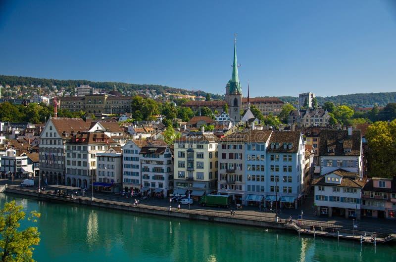 Historisch stadscentrum van de rivier van Zürich en Limmat-, Zwitserland stock foto