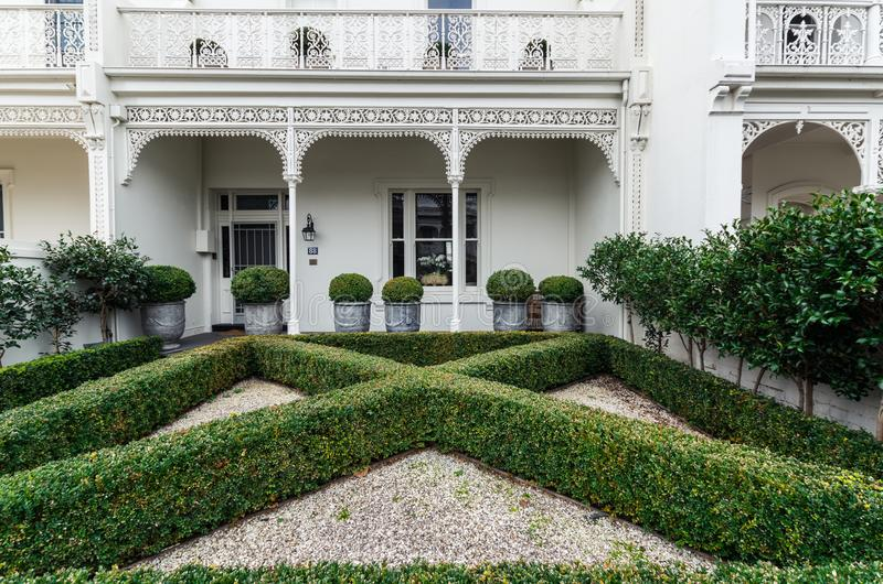 Historisch terrashuis in Oost-Melbourne in Australië stock afbeeldingen