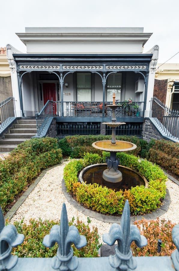 Historisch terrashuis in Oost-Melbourne in Australië stock foto's