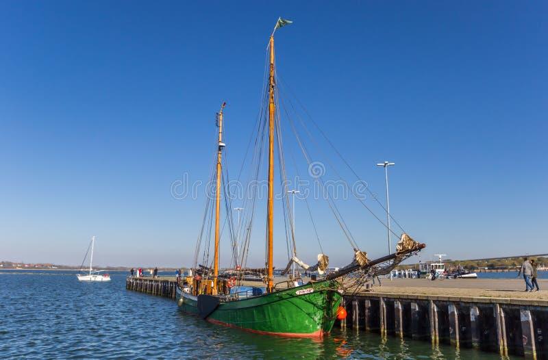 Historisch varend schip in de haven van Stralsund royalty-vrije stock afbeeldingen