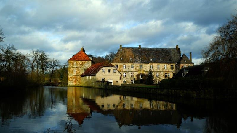 Historisch Waterkasteel ` Schloss Tatenhausen ` in Kreis Guetersloh, Noordrijn-Westfalen, Duitsland stock afbeelding