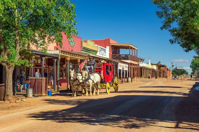 Historische Allen-Straße mit einem Stagecoach in der Finanzanzeige, Arizona stockbild