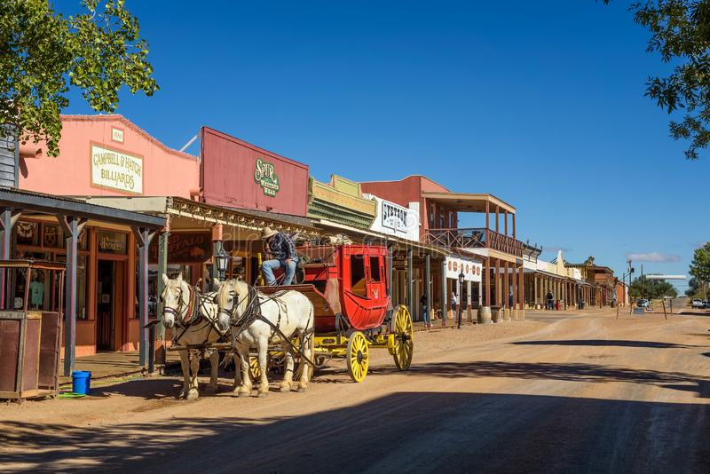 Historische Allen-Straße mit einem Stagecoach in der Finanzanzeige, Arizona stockfotos