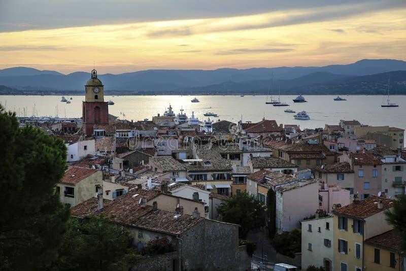 Historische alte Stadt von St Tropez, ein populärer Erholungsort auf Mittelmeer, Provence, Frankreich lizenzfreies stockfoto
