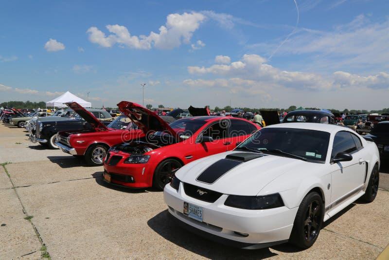 Historische amerikanische hergestellte Autos auf Anzeige an der antiken Automobil-Vereinigung des jährlichen Frühlings-Car Show B lizenzfreies stockbild