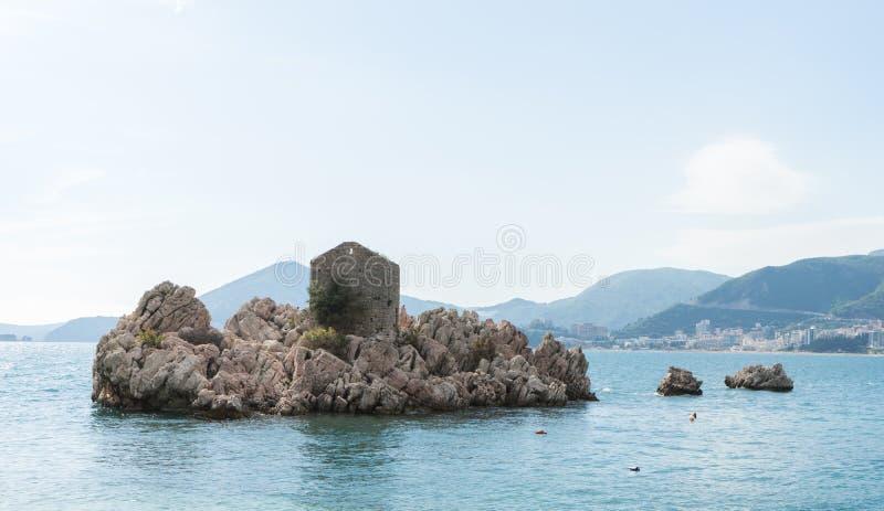 Historische Anziehungskr?fte Panoramablicke in Budva, Montenegro Malerische Sommeransicht der adriatischen Seek?ste in Budva Rivi stockbild
