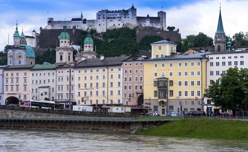 Download Historische Centrum En Straten Van Salzburg Oostenrijk Redactionele Foto - Afbeelding bestaande uit juli, rivier: 114225026