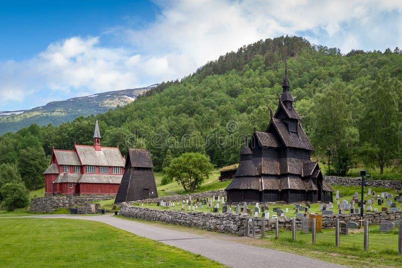 Historische complex van Borgundstave church stock afbeelding