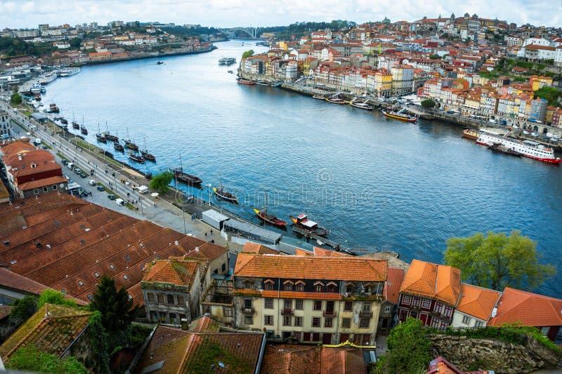 Historische de stadscentrum van Porto en Douro-rivier stock foto
