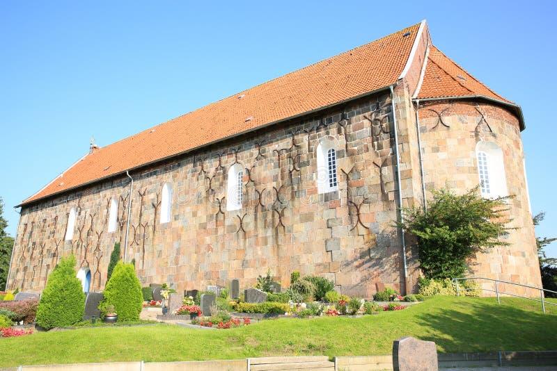 Historische en mooie Lutheran Heilige Florian Church in Sillenstede, Friesland, Nedersaksen, Duitsland stock afbeelding