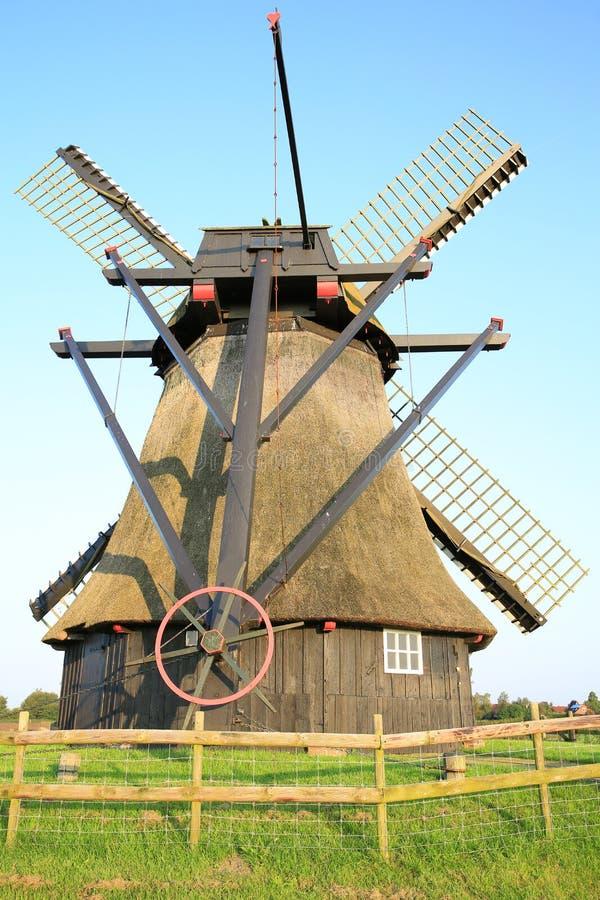 Historische en mooie Windmolen Neustadtgoedens in Friesland, Nedersaksen, Duitsland stock foto