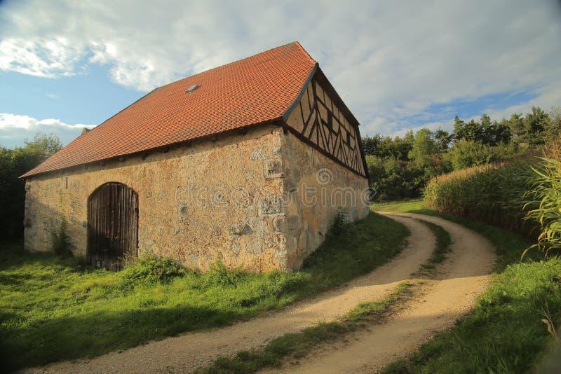 Historische Fachwerk- Scheune in Pfaffenhofen, obere Pfalz, Deutschland lizenzfreie stockbilder