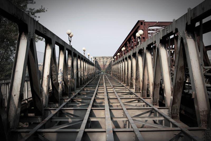Historische foto van de oude brug in Bratislava stock foto