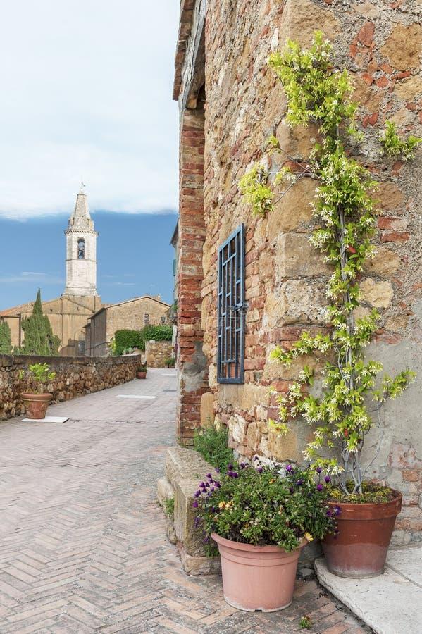 Historische Gasse in Pienza Toskana, Italien lizenzfreies stockfoto