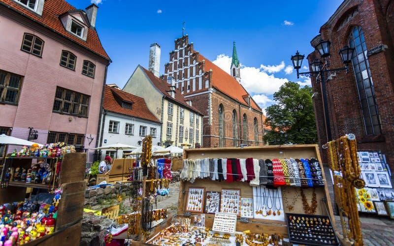 Historische Gebäude in altem Riga stockbilder