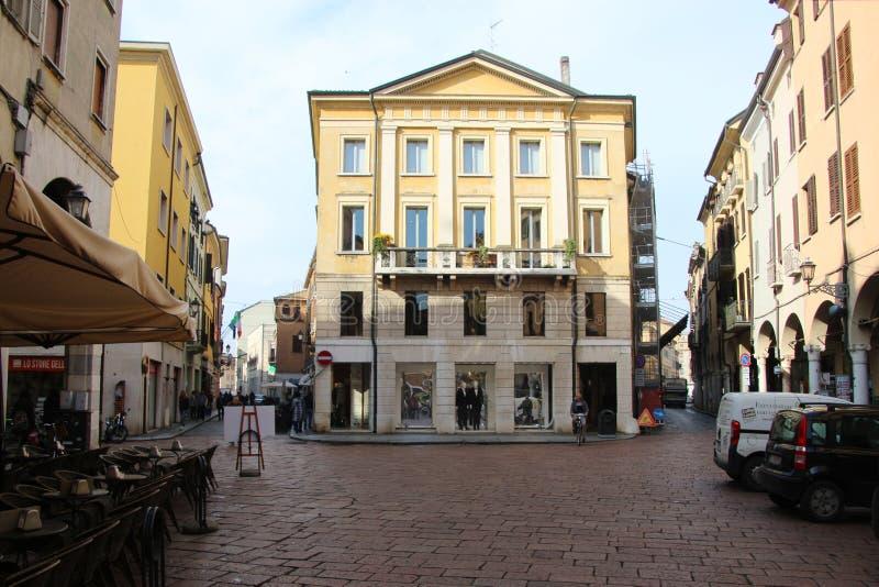 Historische Gebäude in der alten Stadt von Mantua Nah an Ortisei stockbild