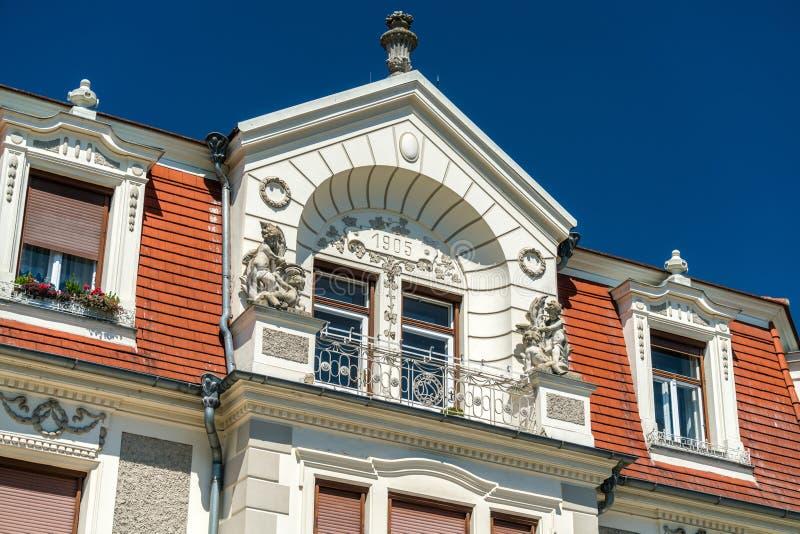 Historische gebouwen in de oude stad van Krems een der Donau, Oostenrijk stock foto's
